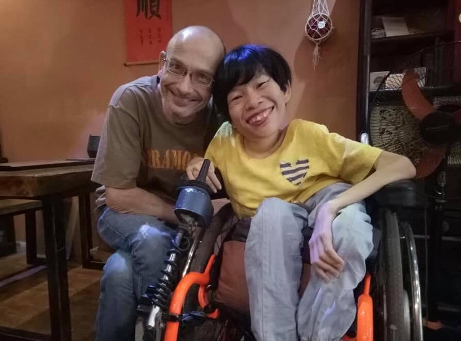 Phút trải lòng của cô gái khuyết tật lấy chàng kỹ sư người Úc mà không cần đám cưới - Ảnh 1