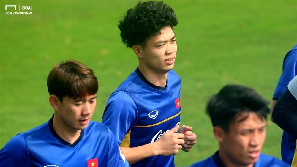 Chuẩn bị đón Tết, Công Phượng và loạt cầu thủ tuyển Việt Nam đồng loạt làm điều bất ngờ - Ảnh 1