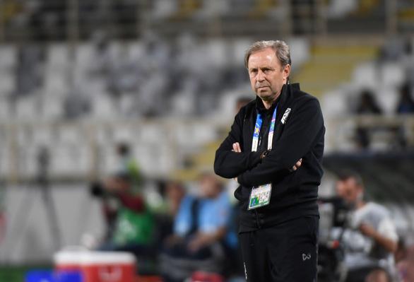 HLV Thái Lan mất việc ngay sau một trận thua tại Asian Cup 2019 - Ảnh 1
