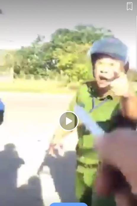 Công an Bình Phước vào cuộc xác minh clip cán bộ cảnh sát thóa mạ tài xế xe đầu kéo - Ảnh 1