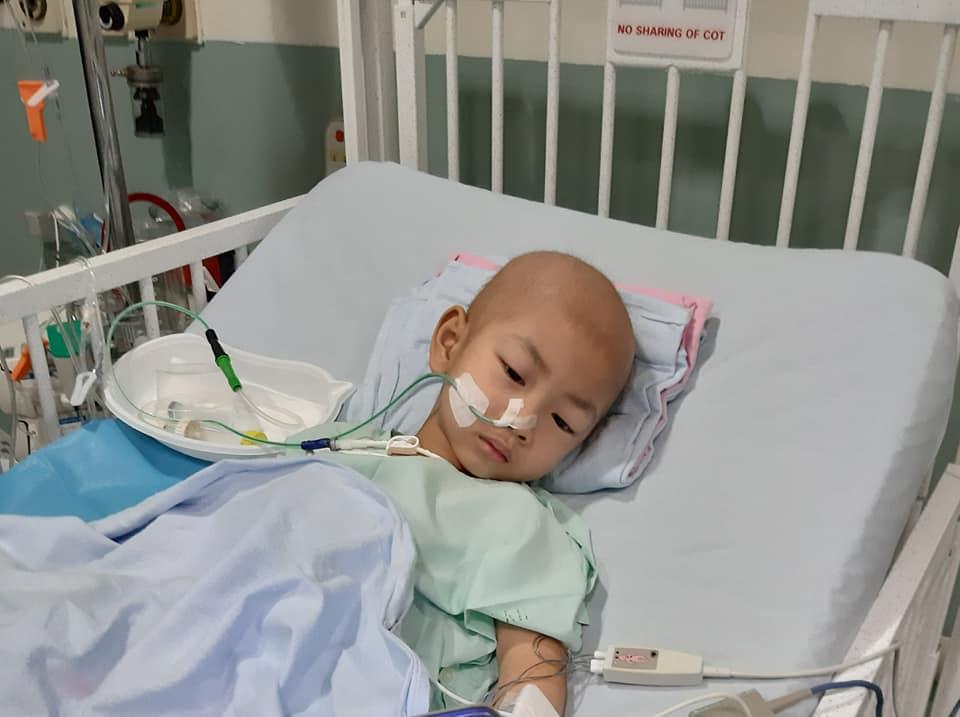 Nhật ký đẫm nước mắt của người bố cùng con trai 3 tuổi chiến đấu với bệnh ung thư - Ảnh 2