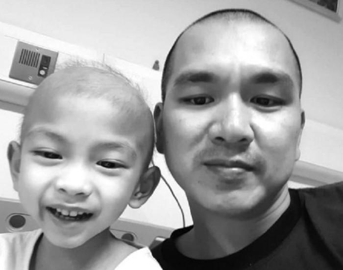 Nhật ký đẫm nước mắt của người bố cùng con trai 3 tuổi chiến đấu với bệnh ung thư - Ảnh 1