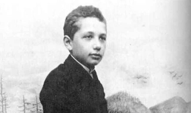 Điều ít biết về thiên tài Albert Einstein: Mắc chứng chậm nói, có con ngoài giá thú - Ảnh 2
