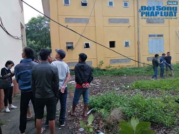 Hiện trường vụ học sinh lớp 2 nghi bị điện giật tử vong ở Hà Nội - Ảnh 4