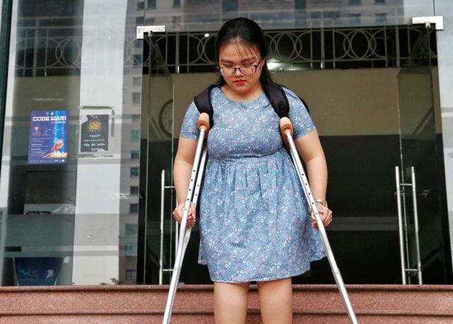Nghị lực phi thường của nữ sinh xương thủy tinh từng 20 lần bó bột - Ảnh 1