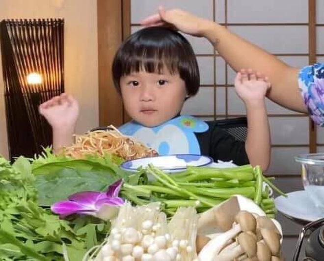 Bất ngờ lý do con trai vlogger Quỳnh Trần JP ngừng quay video với mẹ - Ảnh 1