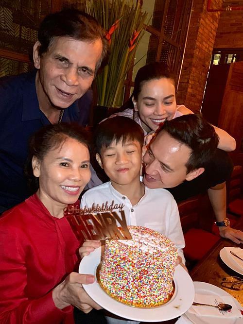 """Những cặp đôi """"như chưa hề có cuộc chia ly"""" của showbiz Việt: Người """"gương vỡ lại lành"""", kẻ sống chung chăm con - Ảnh 4"""