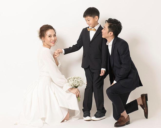 """Những cặp đôi """"như chưa hề có cuộc chia ly"""" của showbiz Việt: Người """"gương vỡ lại lành"""", kẻ sống chung chăm con - Ảnh 5"""