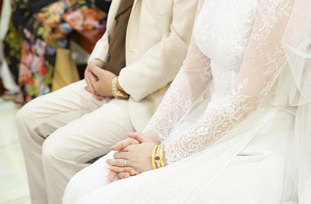 """Bảo Thy gây choáng với số nữ trang """"siêu khủng"""", toàn vàng và kim cương trong đám cưới - Ảnh 3"""