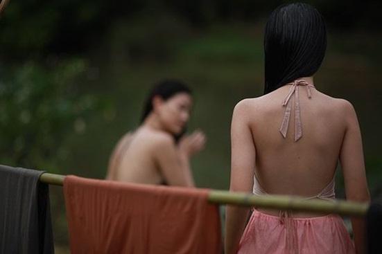 Vẻ đẹp trong trẻo của cô bé đóng cảnh nóng năm 13 tuổi trong phim Vợ ba - Ảnh 1
