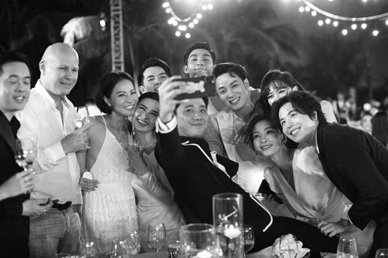 """Đông Nhi tung bộ ảnh nét căng, quậy tưng bừng trong """"siêu đám cưới"""" ở Phú Quốc - Ảnh 10"""