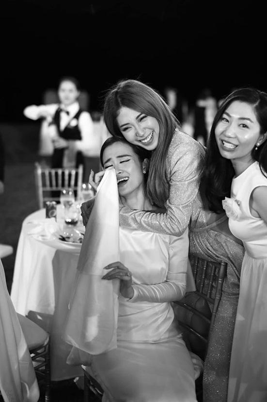 """Đông Nhi tung bộ ảnh nét căng, quậy tưng bừng trong """"siêu đám cưới"""" ở Phú Quốc - Ảnh 11"""