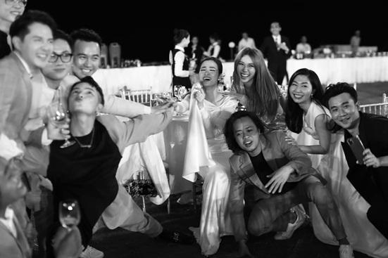 """Đông Nhi tung bộ ảnh nét căng, quậy tưng bừng trong """"siêu đám cưới"""" ở Phú Quốc - Ảnh 12"""