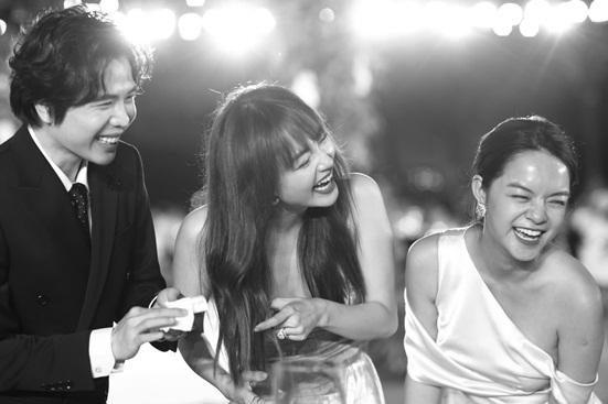 """Đông Nhi tung bộ ảnh nét căng, quậy tưng bừng trong """"siêu đám cưới"""" ở Phú Quốc - Ảnh 2"""