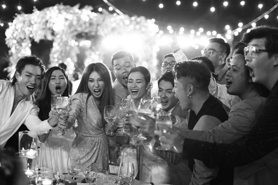 """Đông Nhi tung bộ ảnh nét căng, quậy tưng bừng trong """"siêu đám cưới"""" ở Phú Quốc - Ảnh 4"""