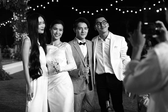 """Đông Nhi tung bộ ảnh nét căng, quậy tưng bừng trong """"siêu đám cưới"""" ở Phú Quốc - Ảnh 8"""