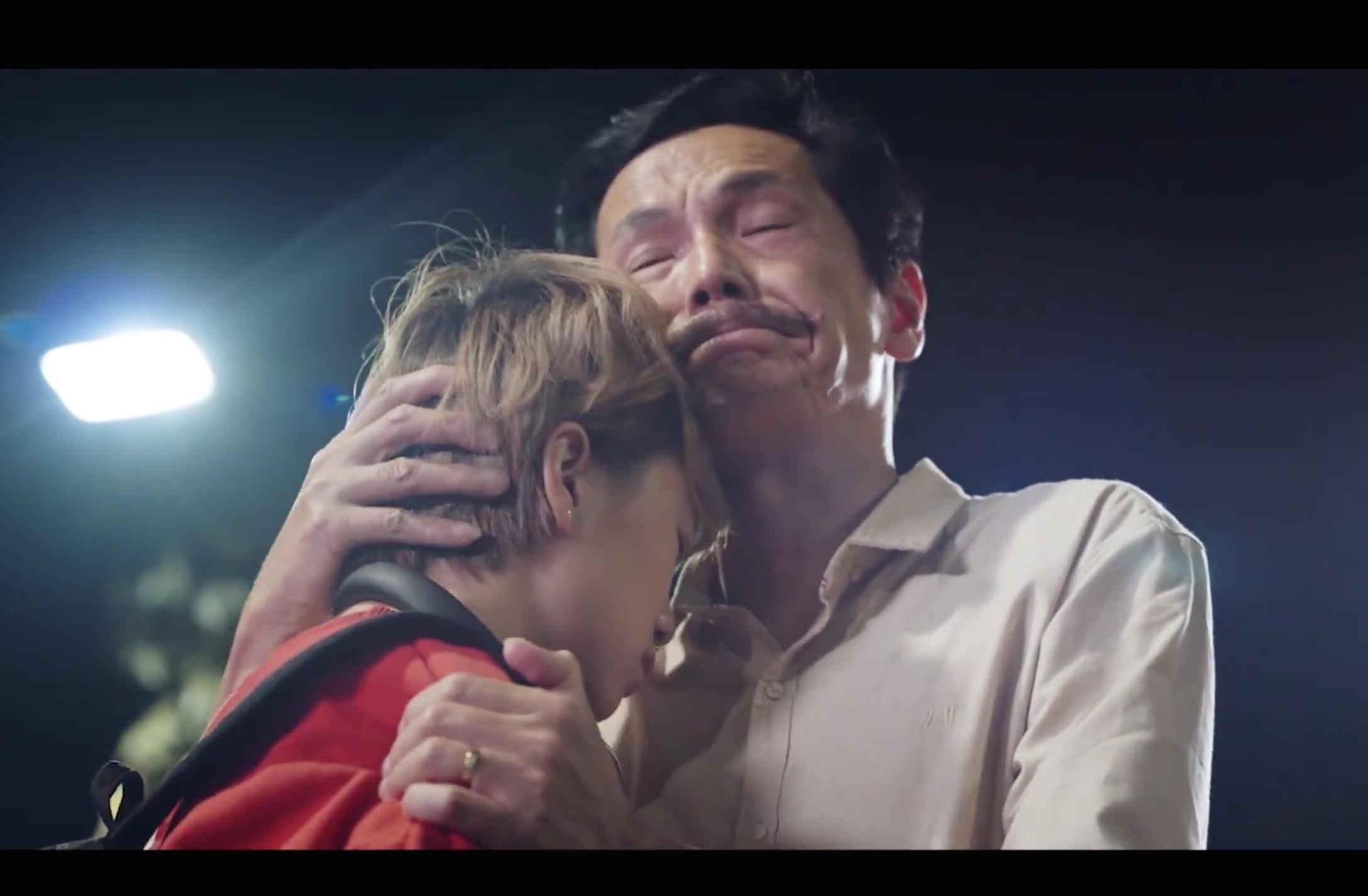 """Gia đình quốc dân """"Về nhà đi con"""" tái xuất, fans rơi nước mắt cùng thông điệp gửi gắm - Ảnh 2"""