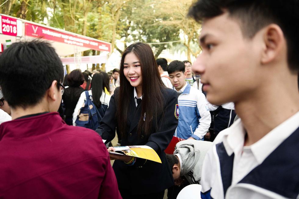 Chiêm ngưỡng vẻ đẹp lịch lãm, mê hoặc của bộ đồng phục đẹp nhất Việt Nam - Ảnh 3