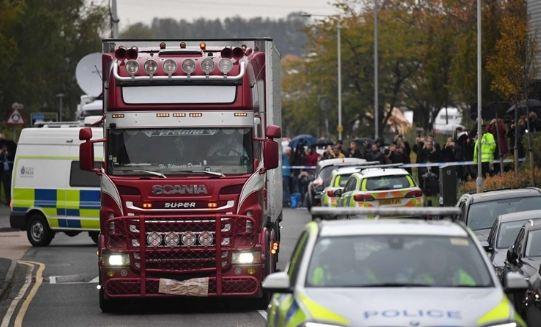 Bị chỉ trích vô cảm với thảm kịch 39 người chết, kênh truyền hình Anh nói gì? - Ảnh 1