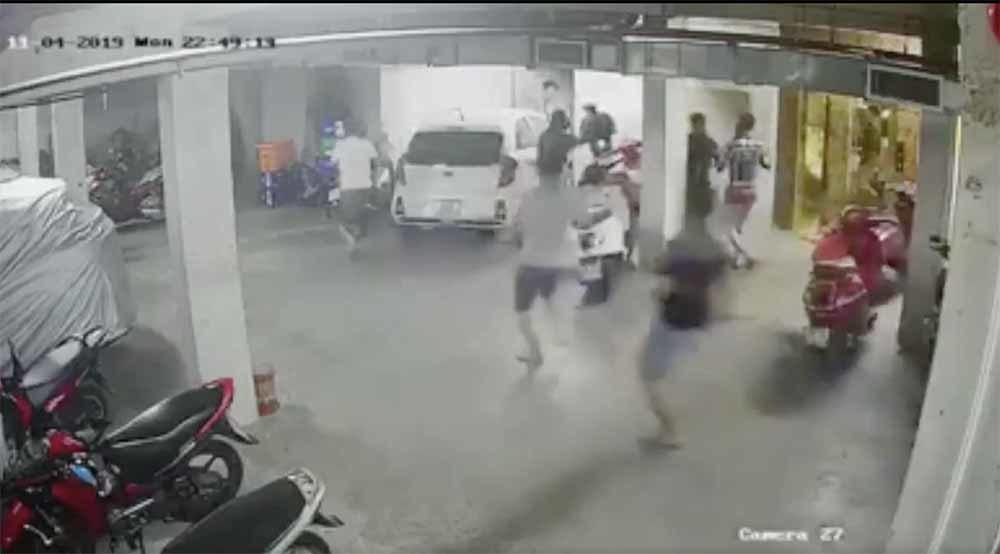 """Vụ trùm giang hồ Quân """"xa lộ"""" bị truy sát: Nữ Việt kiều tinh quái tính đường cho bản thân và đàn em tẩu thoát - Ảnh 1"""