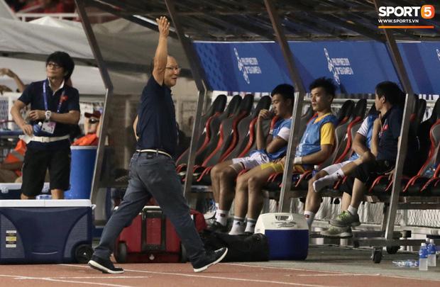 Fan Indonesia giơ ngón tay thối trên khán đài, thầy Park đáp trả bất ngờ - Ảnh 3