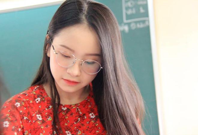 Cô giáo dạy tiếng Anh bị nhầm là học sinh cấp 2 vì sở hữu gương mặt trẻ thơ - Ảnh 2