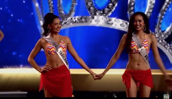 Những người đẹp nắm tay, ôm ấp mỹ nhân Việt Nam trước khi đăng quang hoa hậu - Ảnh 4