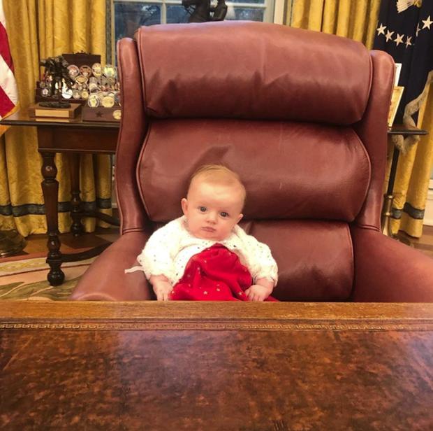 Hình ảnh gây sốt của cô cháu gái út Tổng thống Trump tại nhà Trắng - Ảnh 2