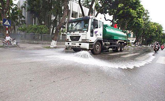 Ô nhiễm không khí báo động: Các quận đề nghị tưới nước rửa đường - Ảnh 2