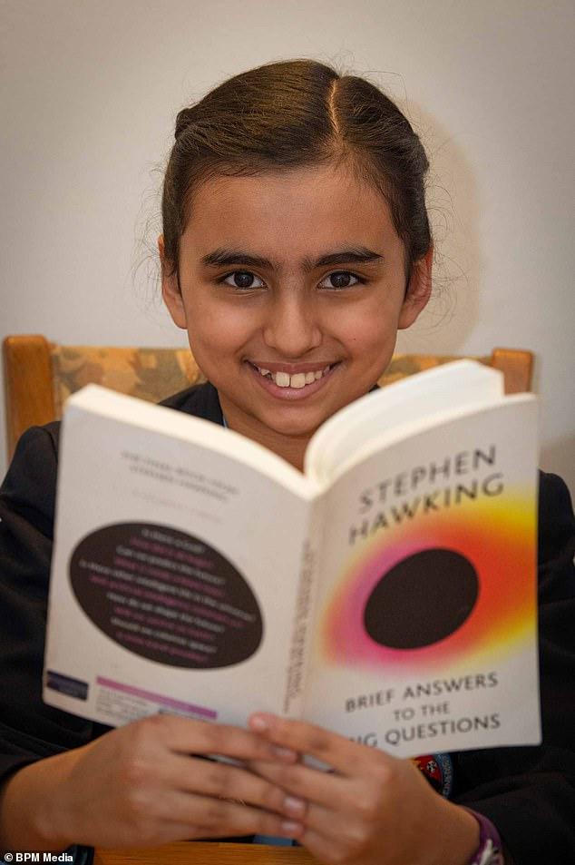 Ngỡ ngàng bé gái 10 tuổi có chỉ số IQ cao hơn thiên tài nổi tiếng thế giới Albert Einstein và Stephen Hawking - Ảnh 2