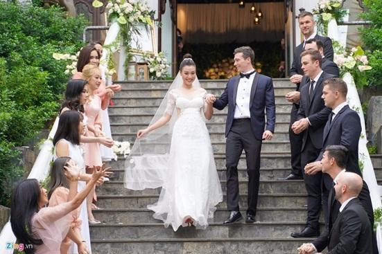 Ngắm vẻ đẹp hoàn mỹ của cô dâu Hoàng Oanh và chồng Tây trong ngày cưới - Ảnh 3