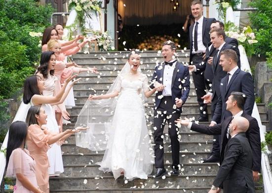 Ngắm vẻ đẹp hoàn mỹ của cô dâu Hoàng Oanh và chồng Tây trong ngày cưới - Ảnh 4