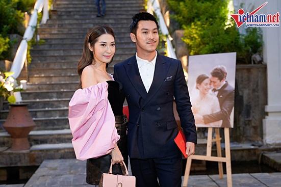 Ngắm vẻ đẹp hoàn mỹ của cô dâu Hoàng Oanh và chồng Tây trong ngày cưới - Ảnh 8