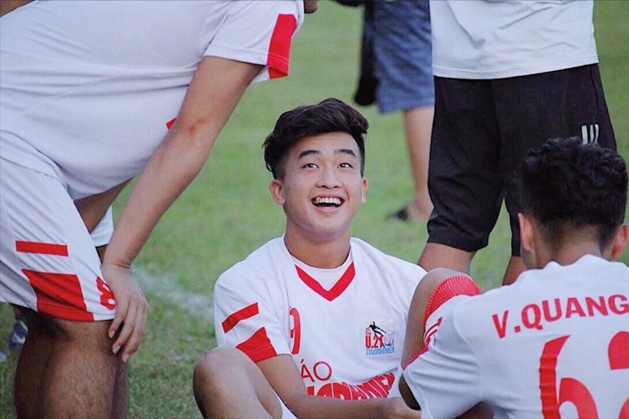"""Loạt cầu thủ U23 Việt Nam được ví như """"cực phẩm"""" nhờ sở hữu răng khểnh duyên dáng - Ảnh 3"""