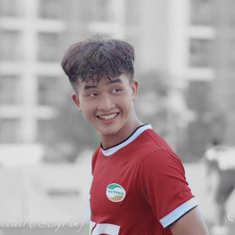 """Loạt cầu thủ U23 Việt Nam được ví như """"cực phẩm"""" nhờ sở hữu răng khểnh duyên dáng - Ảnh 4"""