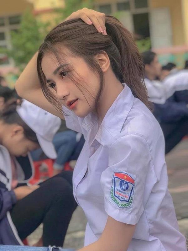 """""""Thiên thần đồng phục"""" Việt Nam được truyền thông Trung Quốc hết lời khen ngợi, ví như bản sao Angelababy - Ảnh 4"""