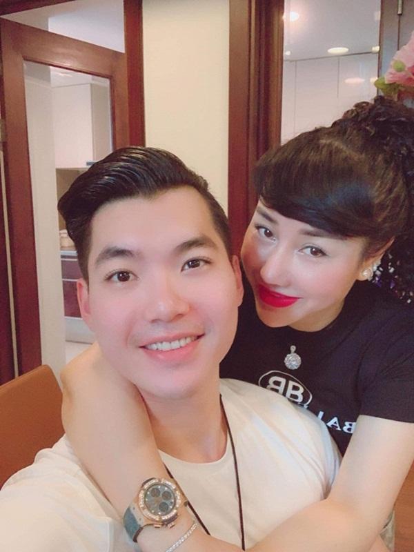 Trương Nam Thành thay đổi thế nào sau 1 năm lấy vợ đại gia hơn 15 tuổi? - Ảnh 2