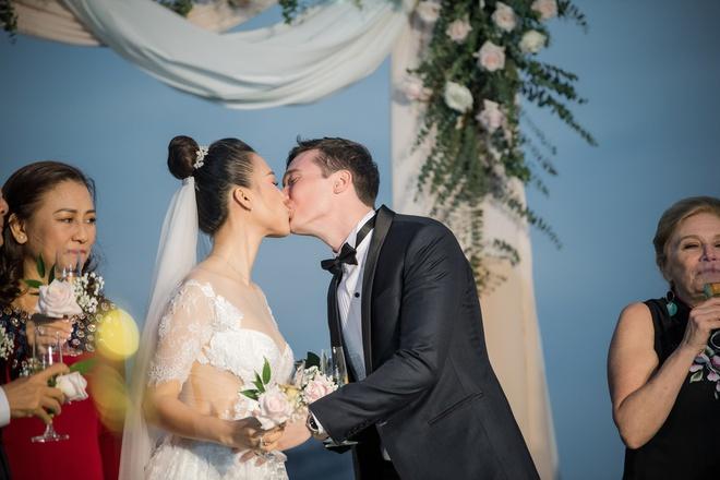 Hoàng Oanh tiết lộ lý do không thể quẩy banh nóc với hội bạn thân trong đám cưới - Ảnh 1