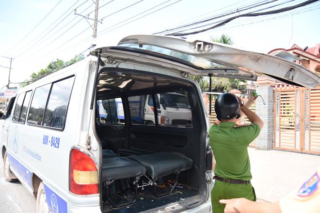 Vụ 2 học sinh rơi khỏi xe đưa đón ở Đồng Nai: Tài xế mua bằng lái giả với giá 3,5 triệu đồng - Ảnh 1