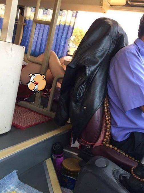 Nhức mắt trước hình ảnh người phụ nữ mặc váy ngắn nằm hớ hênh trên xe khách về quê ăn Tết - Ảnh 3