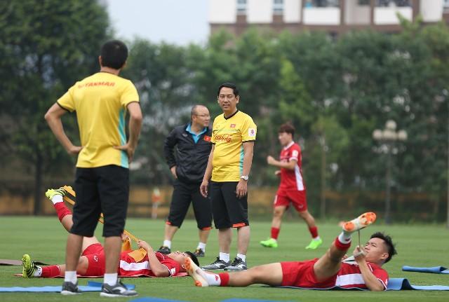 Chuyện ít biết về những người hùng thầm lặng đứng sau thành công của thầy trò HLV Park Hang-seo - Ảnh 2