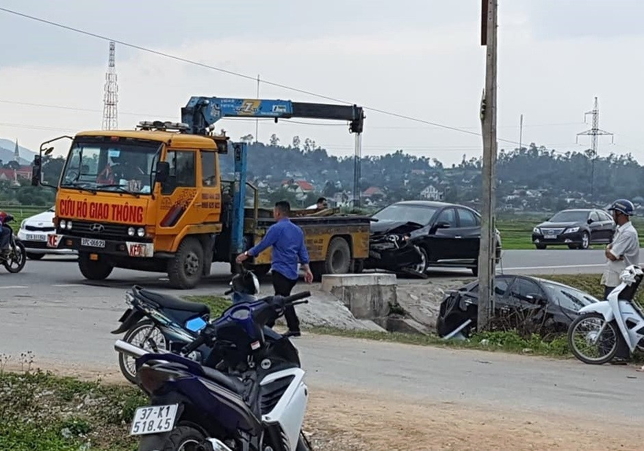 Tin tai nạn giao thông mới nhất ngày 5/2/2019: Thanh niên lái Ducati 130 km/h húc vào đuôi xe container - Ảnh 2