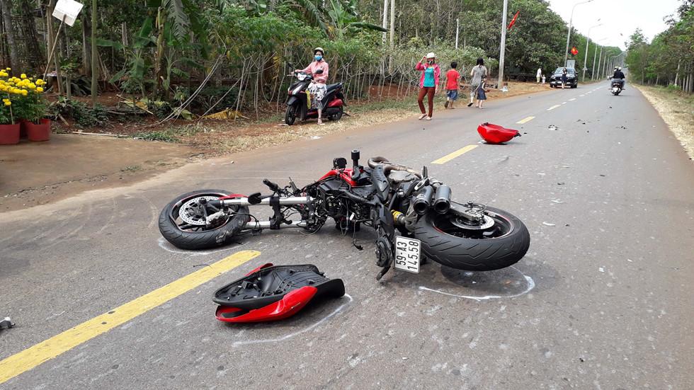 Tin tai nạn giao thông mới nhất ngày 5/2/2019: Thanh niên lái Ducati 130 km/h húc vào đuôi xe container - Ảnh 1