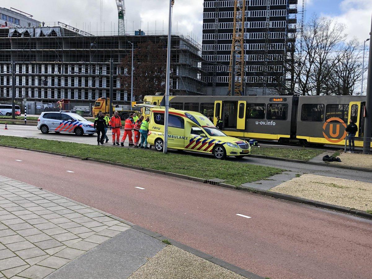 Hiện trường vụ xả súng nghi là khủng bố trên tàu điện ở Hà Lan - Ảnh 3