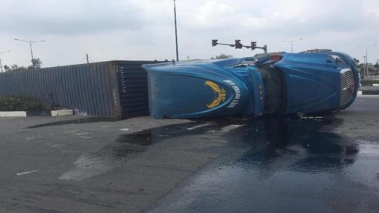 Tin tai nạn giao thông mới nhất ngày 21/3/2019: Tài xế xe tải bị bắt đền 250 triệu vì tông sập tiệm tóc - Ảnh 2