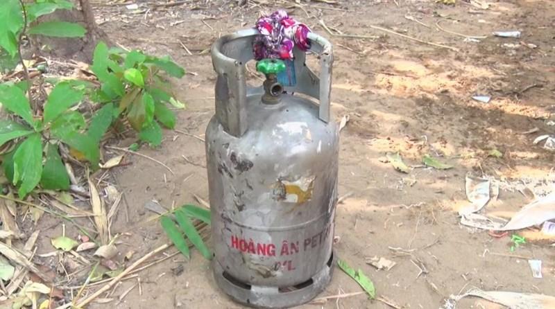 Tá hỏa phát hiện người đàn ông cháy đen bên cạnh bình gas mở van - Ảnh 2