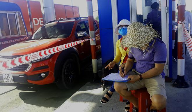 Tổng cục Đường bộ nói gì vụ nhóm người dựng lán, ngồi đếm xe qua trạm BOT Ninh Lộc? - Ảnh 1