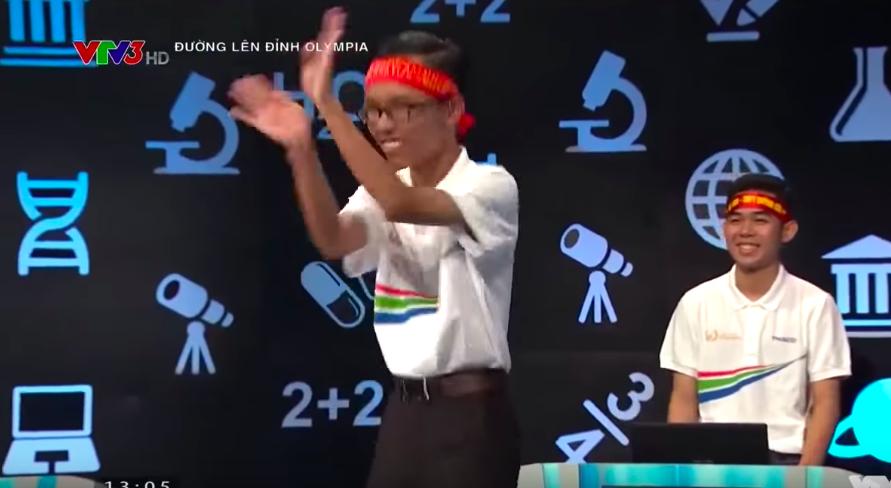 """Nữ thí sinh Olympia gây tranh cãi trên sóng truyền hình với màn """"múa quạt"""" - Ảnh 2"""