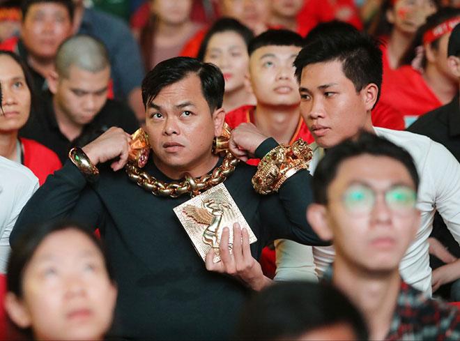 Phúc XO – đại gia đeo nhiều vàng nhất Việt Nam nổi đình đám trên mạng xã hội thế nào? - Ảnh 3