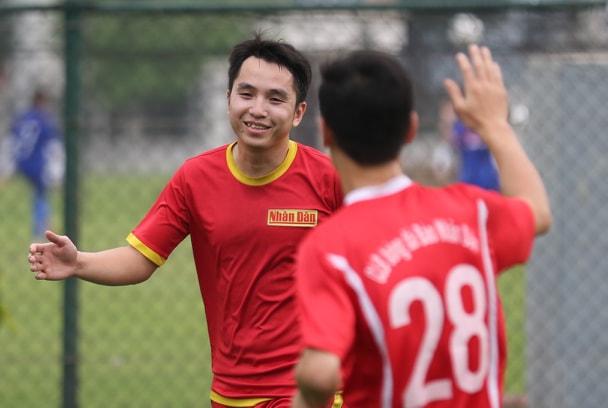 Giải bóng đá Báo NTNN/Dân Việt tranh Cúp Mùa Xuân 2019: Báo ĐS&PL vào tứ kết - Ảnh 2